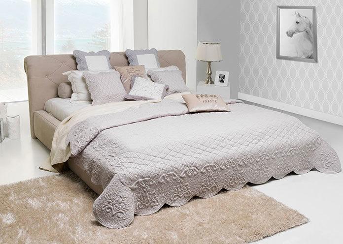 Jak wybrać ładną i praktyczną narzutę na łóżko?