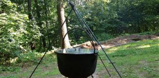 Grillowanie czy gotowanie w kociołku? Wybierz kociołek żeliwny podwieszony na trójnogu i zaskocz wszystkich nowymi smakami!