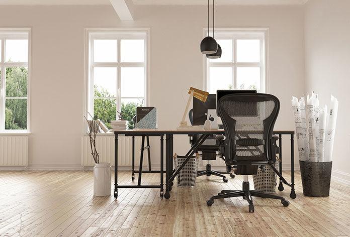 Ergonomia w Twoim biurze. Zalety biurek z regulacją wysokości